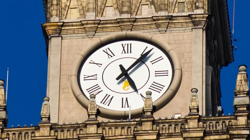 Dziś zatrzymają się zegary w całej Polsce. To nie jest przypadkowa data
