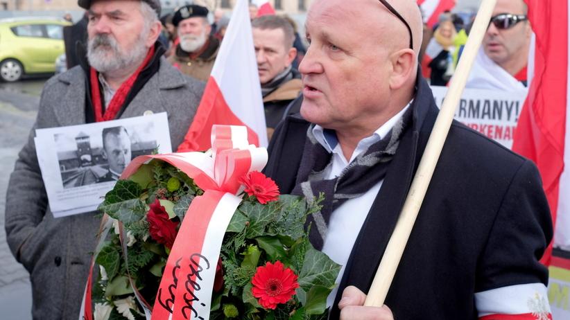 Manifestacja narodowców przed bramą obozu Auschwitz. Będą zarzuty?