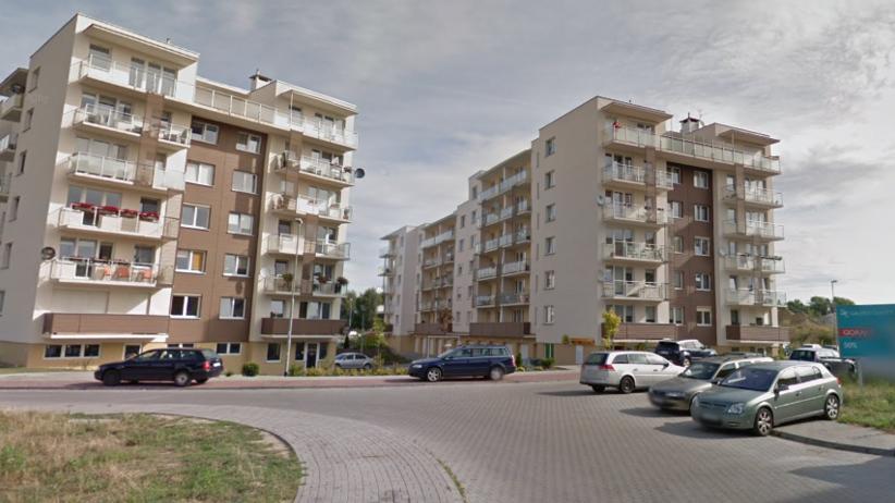 19-latek wypadł z okna na trzecim piętrze. Bawił się na domówce