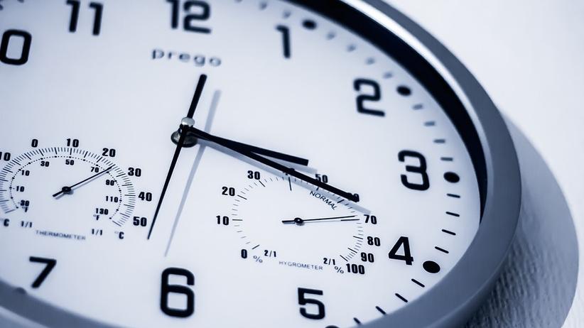Dziś w nocy śpimy godzinę dłużej. To ostatnia zmiana czasu na zimowy?