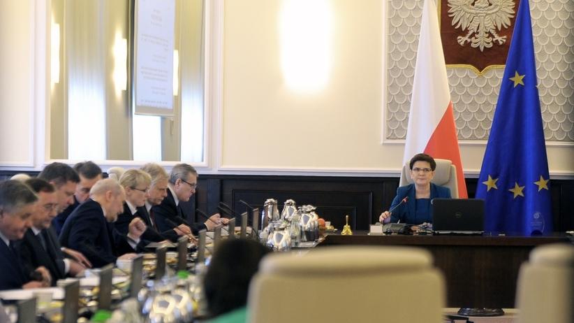 Zmiany w rządzie Beaty Szydło. Którzy ministrowie do dymisji? [SONDA]