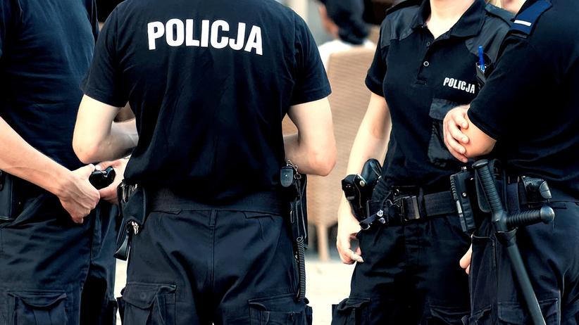 Zwolnienia lekarskie w policji. Braki kadrowe w komendach w całej Polsce