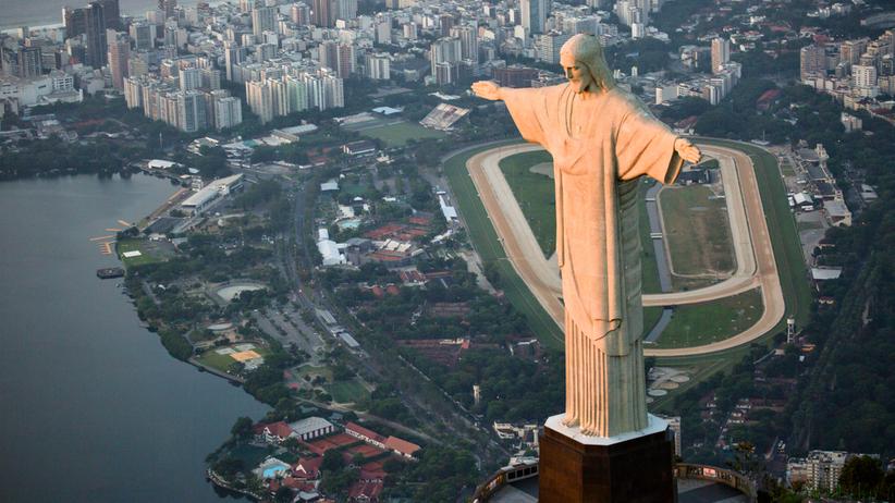 Chrystus z Rio, egipskie piramidy i Krzywa Wieża w Pizie zostaną podświetlone na biało-czerwono