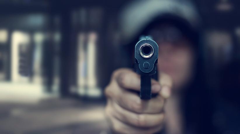 15-latka postawiła się złodziejom samochódów, postrzelili ją w brzuch. UWAGA! DRASTYCZNE WIDEO
