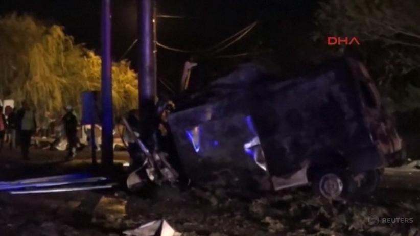 17 osób zginęło w wypadku minibusa z nielegalnymi migrantami