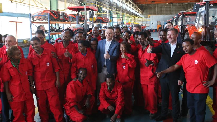 Andrzej Duda z wizytą w montowni traktorów URSUS w Etiopii