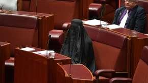 Australia: senatorka pojawiła się w burce na obradach. To część większej akcji