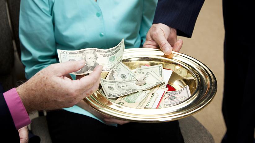 Kościół wprowadził elektroniczną tacę i… minimalną stawkę