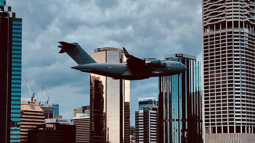Australia. Samolot omijał wieżowce w centrum Brisbane. Oburzenie w internecie