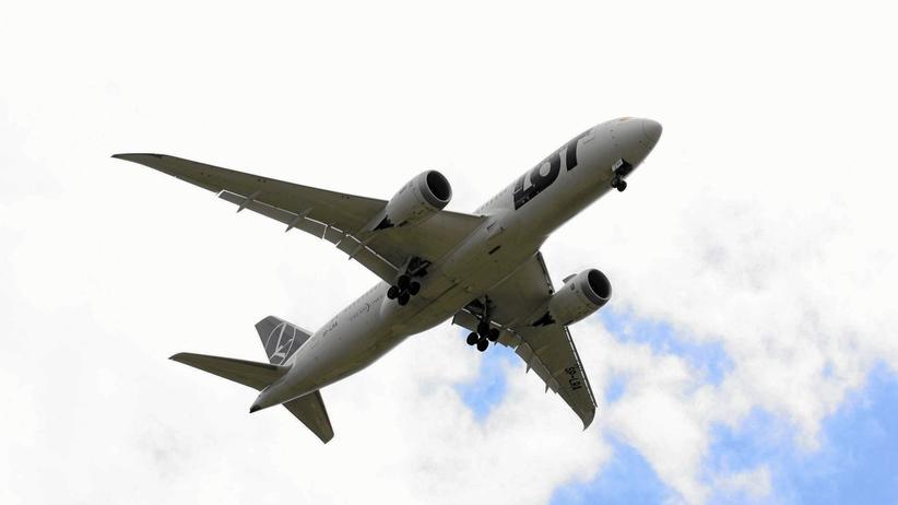 Dreamliner lecący do Warszawy musiał awaryjnie lądować