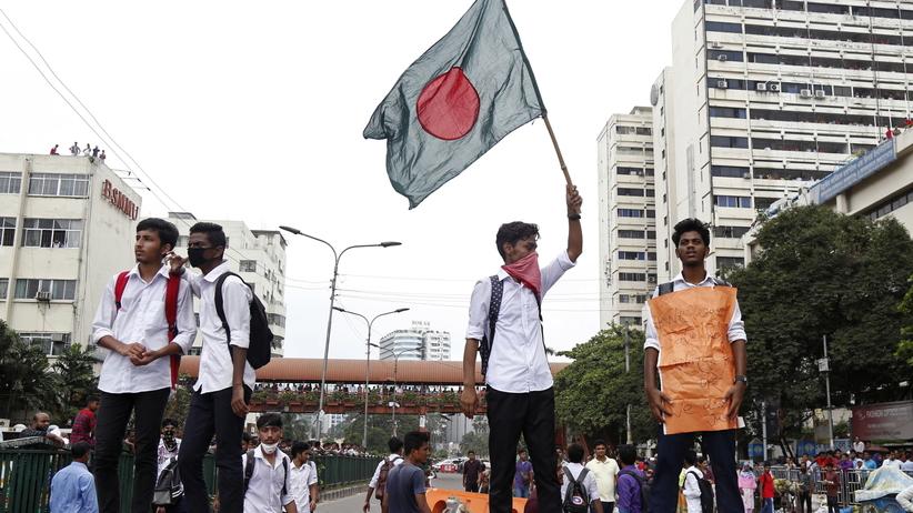 Bangaldesz. Protesty uczniów przeciwko wypadkom drogowym