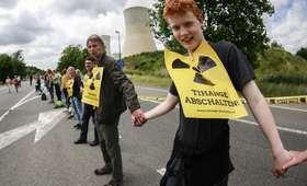 Pęknięcia na osłonach reaktorów. Tysiące osób domagają się wyłączenia siłowni atomowych w Belgii