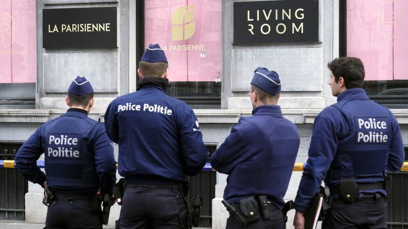 Ostrzelał restaurację z Kałasznikowa i uciekł. Brukselska policja szuka napastnika