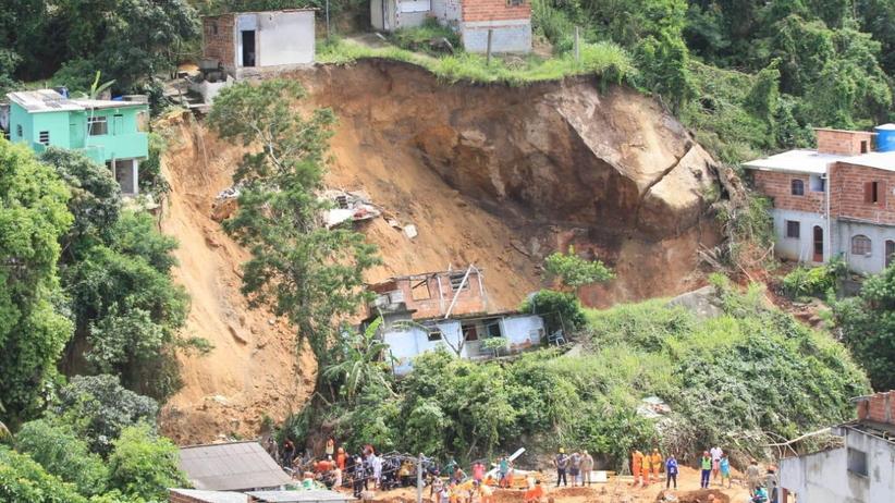 Brazylia: 14 ofiar lawiny ziemnej w Rio de Janeiro. Ludzie tonęli w błocie