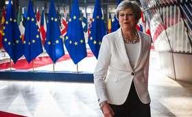 Debata nad losem imigrantów na Wyspach. Theresa May składa obietnice i stawia warunki