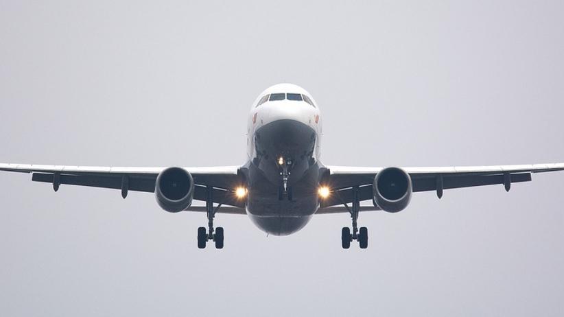Dwie wielkie linie lotnicze wprowadzają dodatkowe opłaty dla pasażerów