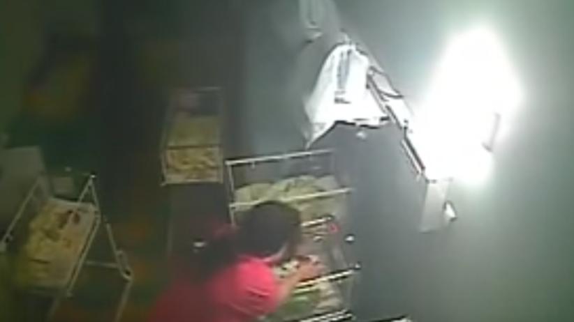 Mała Nikol pobita przez położną. Kobieta szarpała i uderzała noworodka [WIDEO]