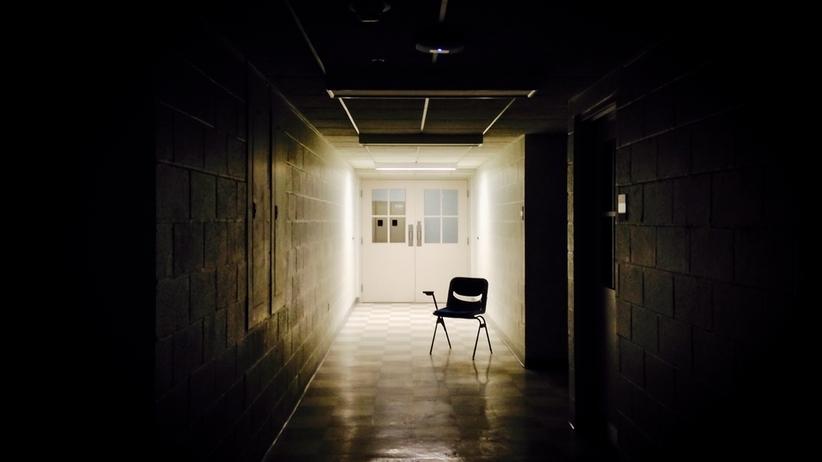 500 dzieci przetrzymywanych w zamkniętej szkole. Nie mają kontaktu ze światem