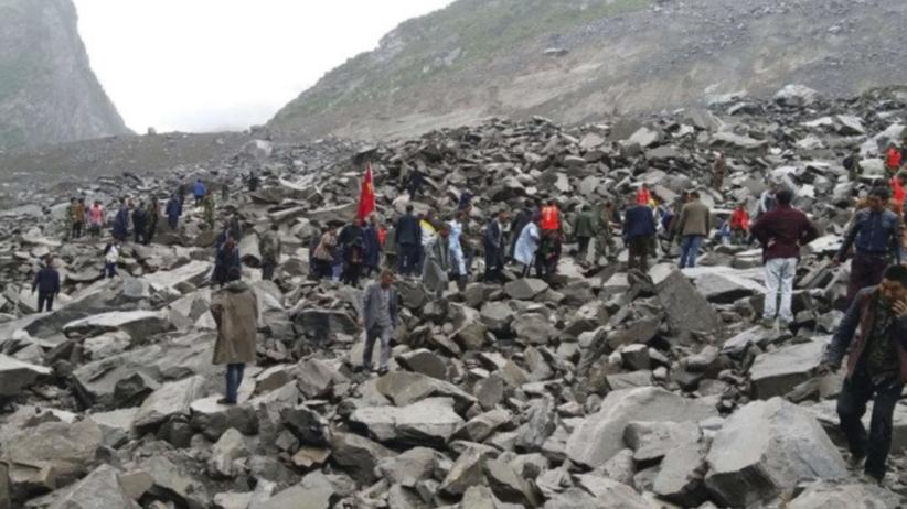 Trwa akcja ratunkowa w Chinach. Spod błota i kamieni uratowano niemowlę [WIDEO]