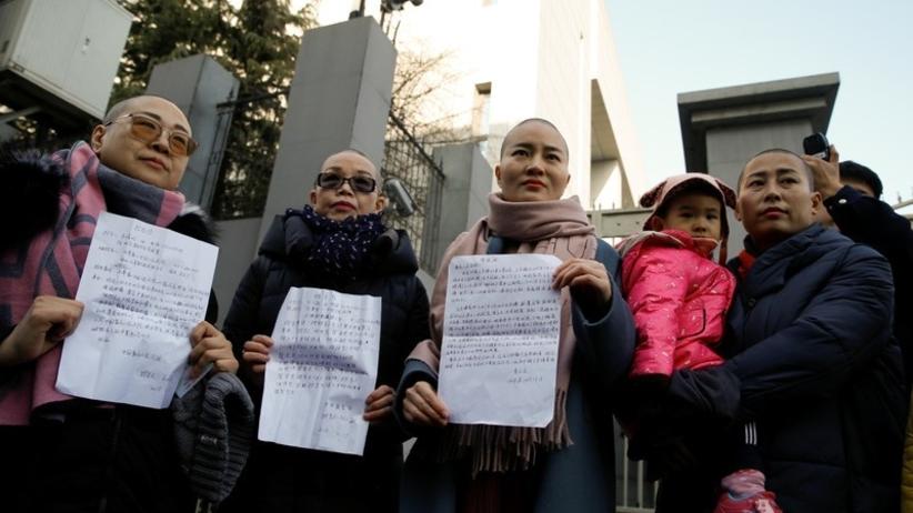 Żony działaczy praw człowieka ogoliły głowy w akcie protestu
