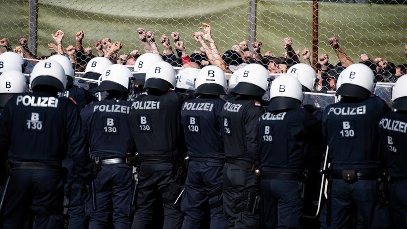 Austria szykuje się na nową falę uchodźców. Służby już trenują