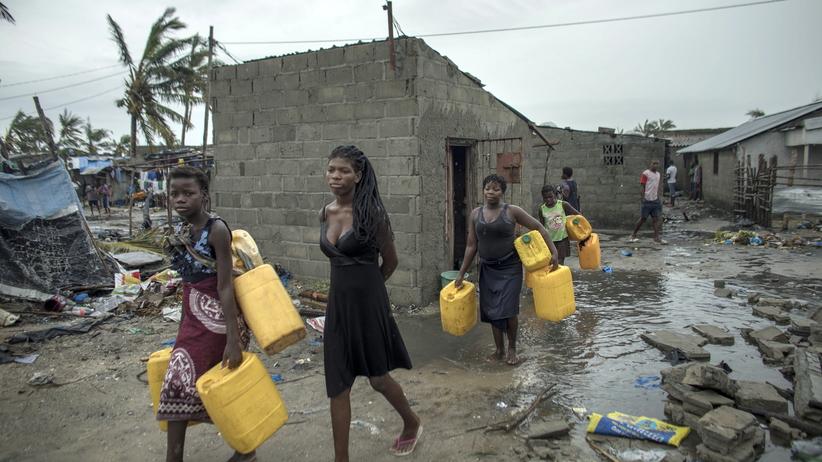 Cyklon Idai w Mozambiku. ''Blachy latały jak prześcieradła i odcinały ludziom głowy'' [WIDEO]