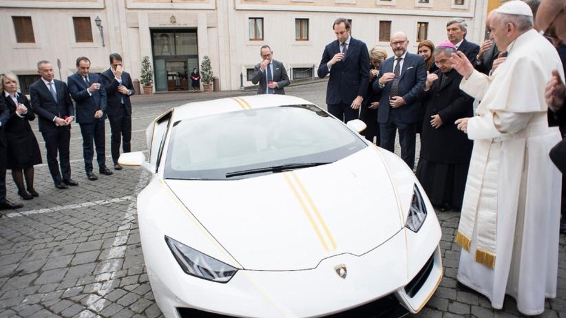 Czech wygrał papieskie Lamborghini. Zapłacił zawrotną sumę