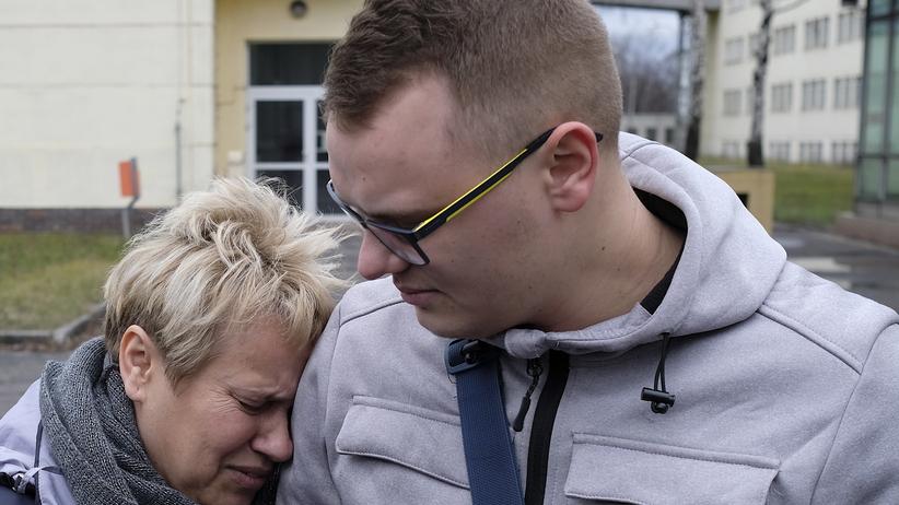 Matka zmarłego górnika przyjechała odebrać jego rzeczy. ''Nie mogę mówić. Oni zabili mi syna''