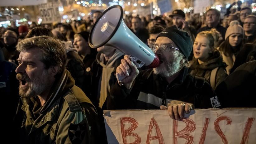 Czechy. Tysiące ludzi protestowało przeciwko premierowi Andriejowi Babiszowi