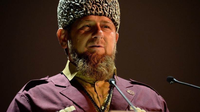 Szokujące wyznania z Czeczenii: rodzice zmuszeni do zabijania homoseksualnych synów