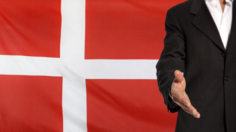 Dania. Władze chcą wymagać podawania sobie rąk przy odbieraniu obywatelstwa