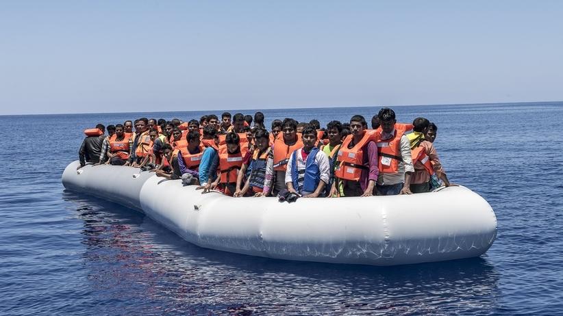 Prawicowi aktywiści chcą zawracać łodzie z migrantami do Libii. Wypłynęli w morze