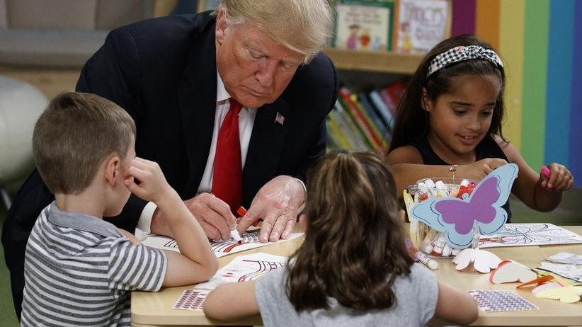 Donald Trump nie wie, jak wygląda flaga USA?