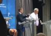 Tusk ubierał Jean Claude-Junckera. Polski internet wyśmiał sytuację [WIDEO]