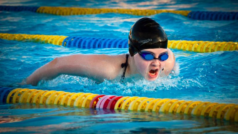 Drastyczna historia na basenie w Walencji. Pompa wessała 14-latkowi organy