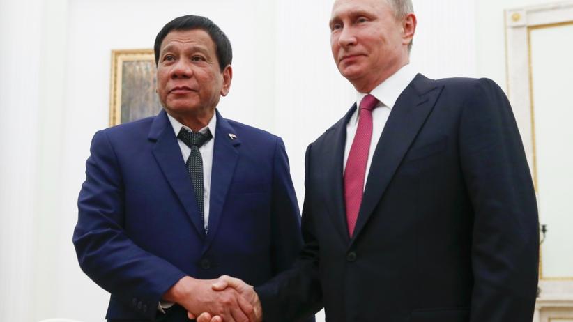 Prezydent Filipin prosi Putina o nowoczesną broń do walki z ISIS