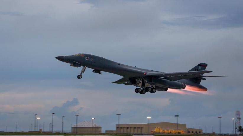 Amerykańskie bombowce przeleciały nad Półwyspem Koreańskim
