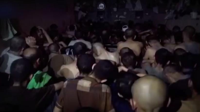 Dżihadyści z Panstwa Islamskiego błagają o śmierć w irackim więzieniu [WIDEO]