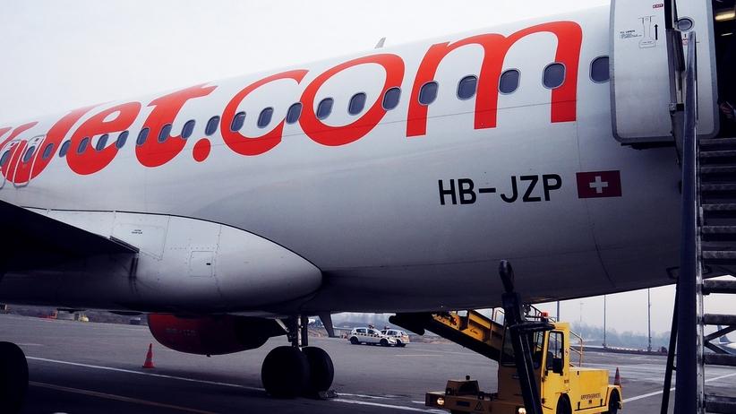 Pasażerowie easyJet głosowali, czy chcą lecieć uszkodzonym samolotem