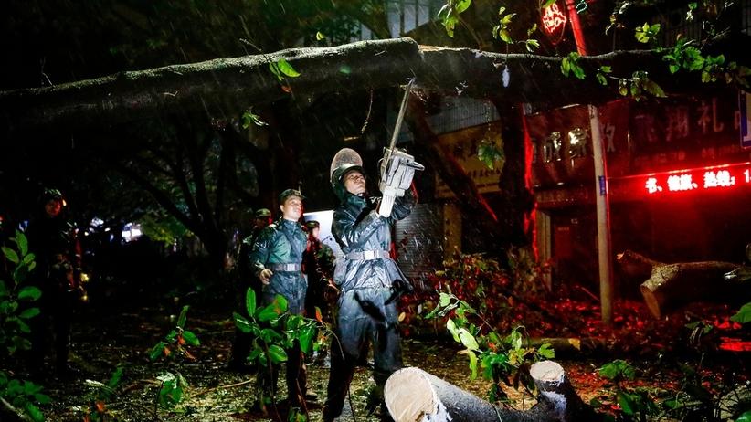 Co najmniej 69 zabitych po przejściu tajfunu Mangkhut