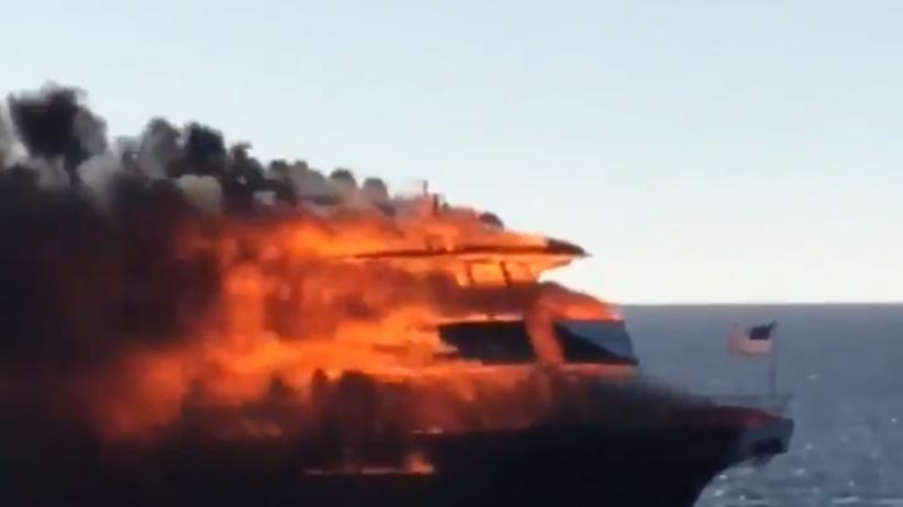 Floryda: Groźny pożar promu z pasażerami na pokładzie [WIDEO]