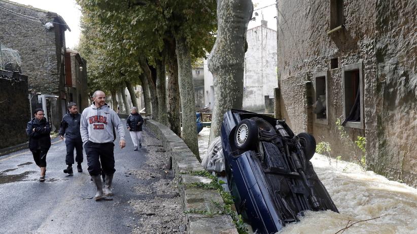 Francja: co najmniej 13 ofiar powodzi. Przyczyną gwałtowne ulewy [ZDJĘCIA]