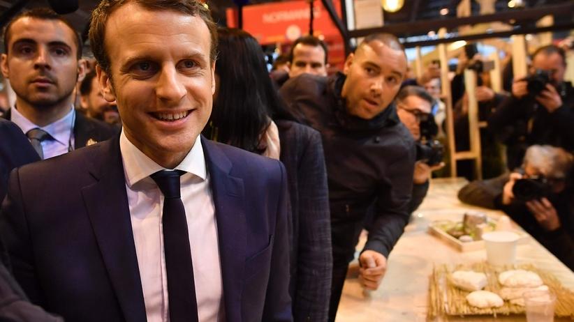 Francja: kandydat na prezydenta trafiony jajkiem [WIDEO]
