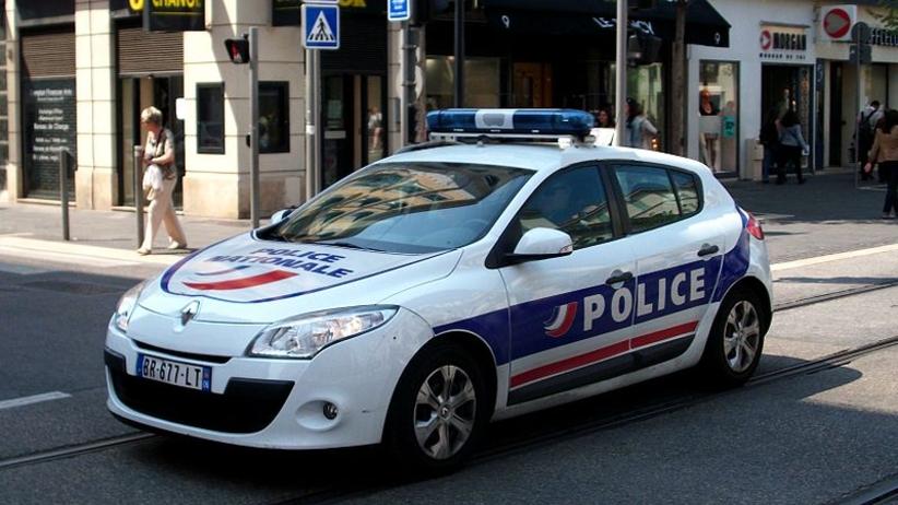 Tragedia we Francji. Kierowca rozmyślnie wjechał w grupę ludzi, trzy osoby ranne
