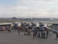 Ewakuacja pasażerów z samolotu na lotnisku w Paryżu