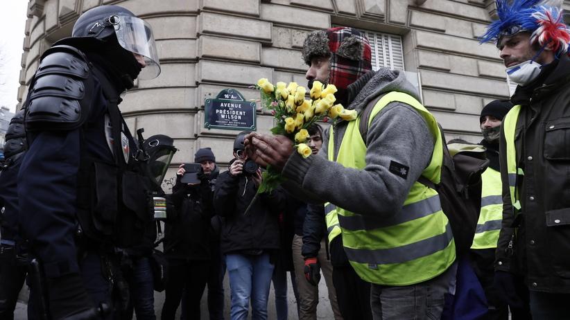 """Francja. Kolejny, ale mniej liczny protest """"żółtych kamizelek"""""""