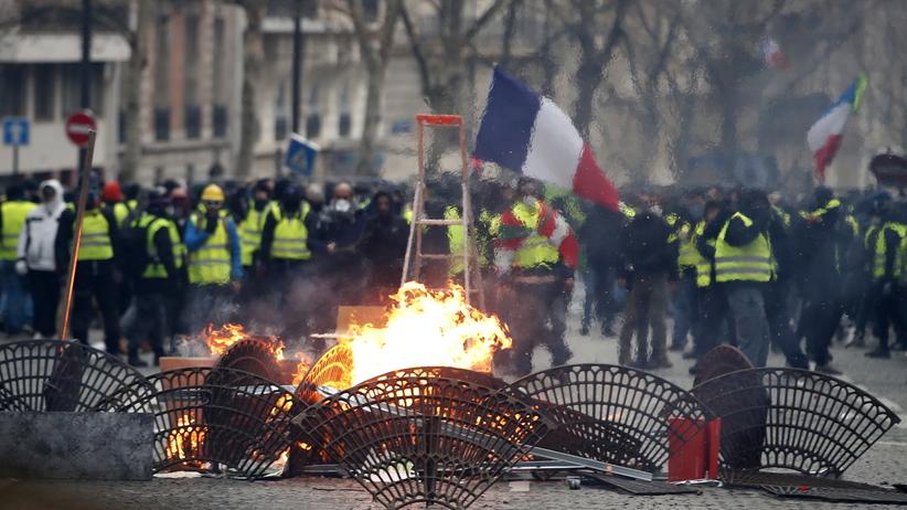 """Francja. Po gwałtownych protestach """"żółtych kamizelek"""" zatrzymano 1,7 tys. osób"""