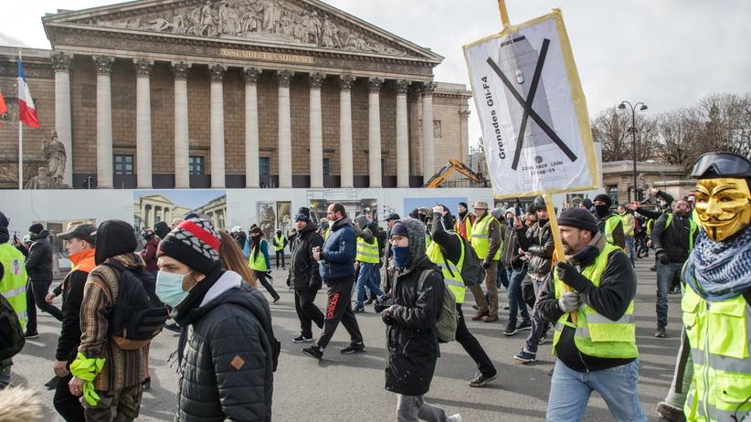 Krwawe protesty w Paryżu. Jeden z demonstrantów stracił rękę