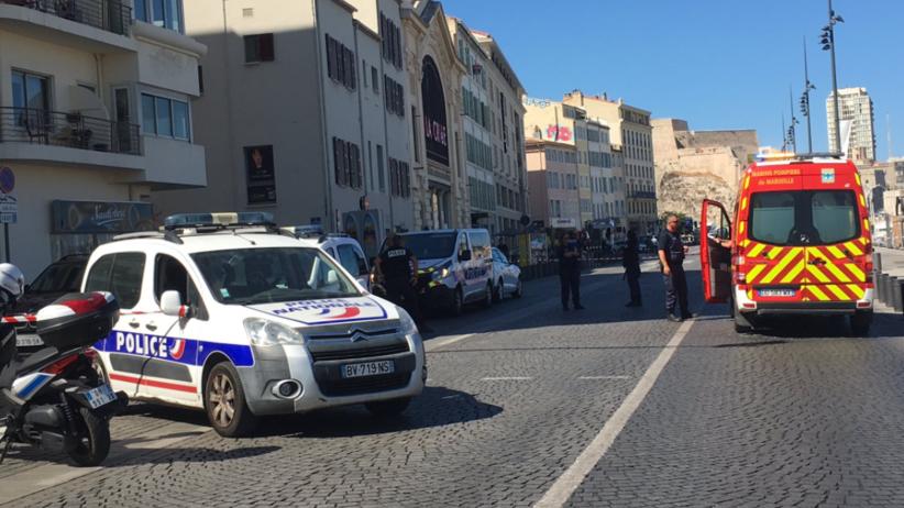 Francja: Samochód wjechał w wiaty autobusowe w Marsylii