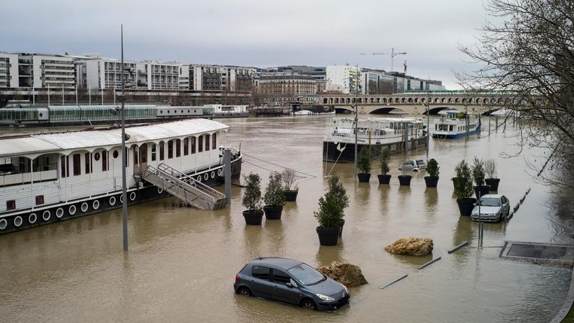 Paryż boi się powodzi. Sekwana wystąpiła z brzegów